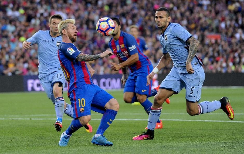 El primer gol llegó tras una asistencia de chilena de Leo. (Foto: AFP)