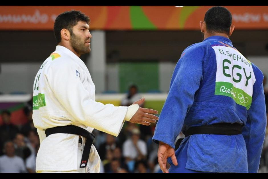 El judoca egipcio no quiso saludar al isrealí. (Foto: AFP)