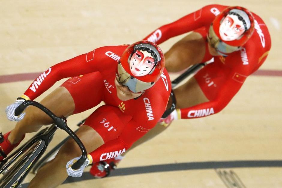 Las chicas lograron hacerse con el oro. (Foto: AFP)