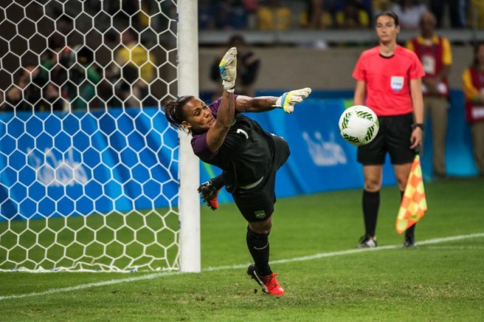 Atajó el quinto y el octavo penal contra Australia. (Foto: AFP)