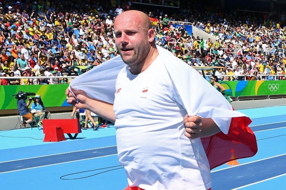 El polaco Piotr Malachowski subastará su medalla para ayudarlo. (Foto: AFP)