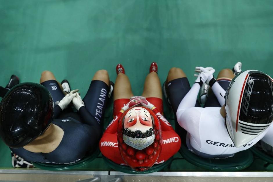 Los retratos en los cascos dejaron varias curiosas imágenes. (Foto: AFP)