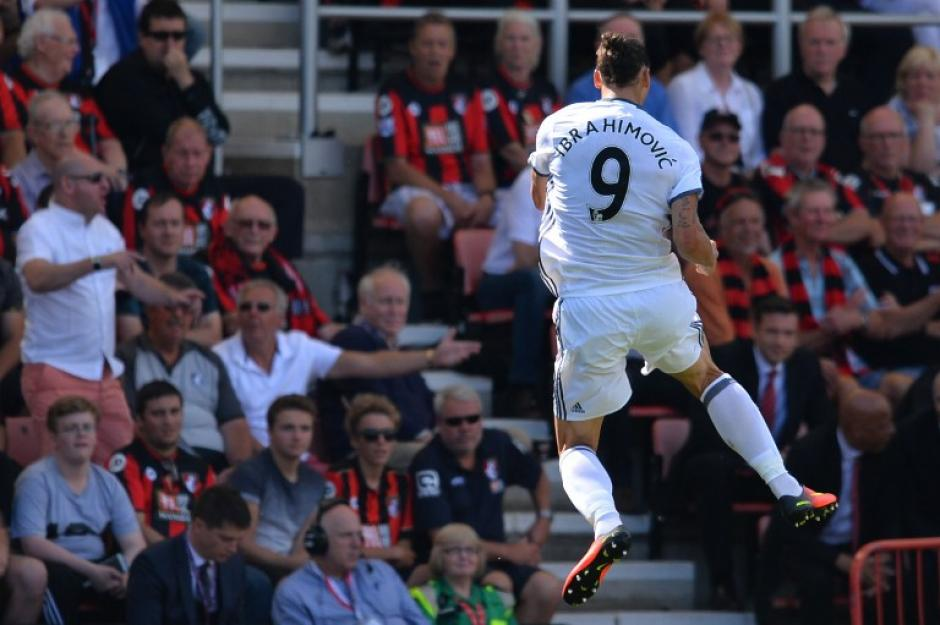 Zlatan Ibrahimovic celebra su golazo. (Foto: AFP)