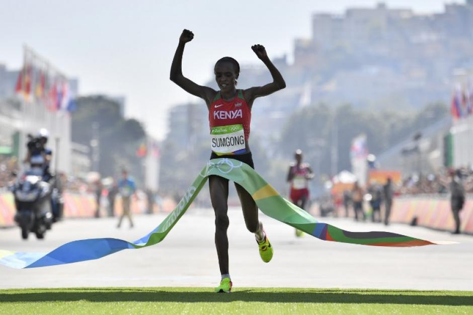 Jemima Sumgong ganó el maratón de 42 kilómetros. (Foto: AFP)