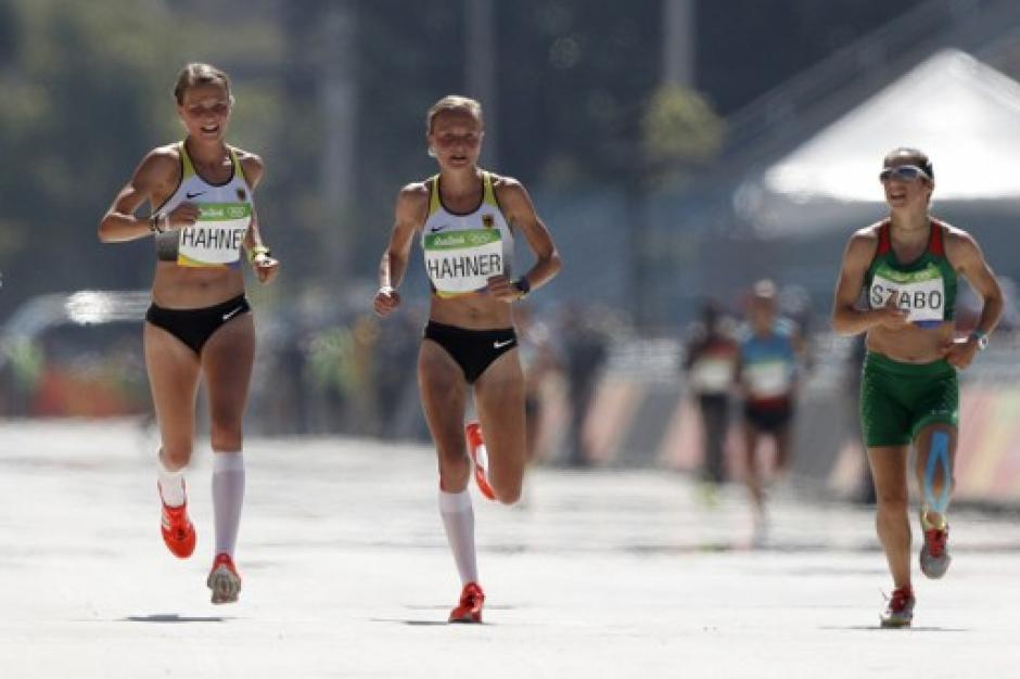 Ambas compitieron en la prueba femenina de maratón. (Foto: AFP)
