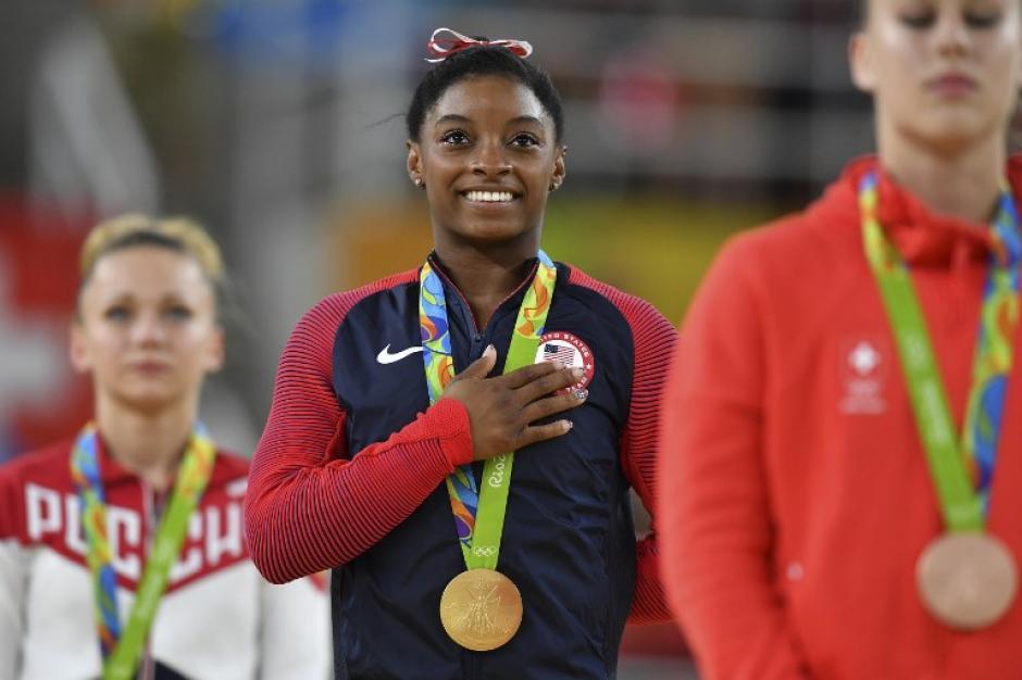 Simone Biles dominó la gimnasia y se llevó tres oros. (Foto: AFP)