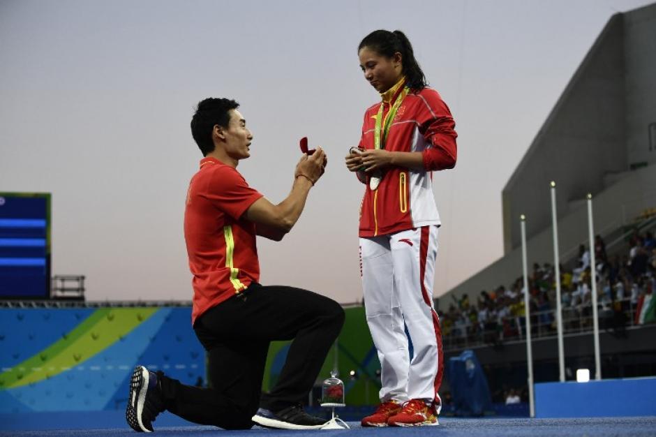 La china He Zi recibió su anillo de matrimonio en Río. (Foto: AFP)
