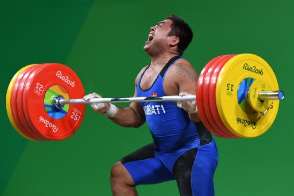 Todos aplaudieron al atleta, que además es el abanderado de su delegación. (Foto: AFP)