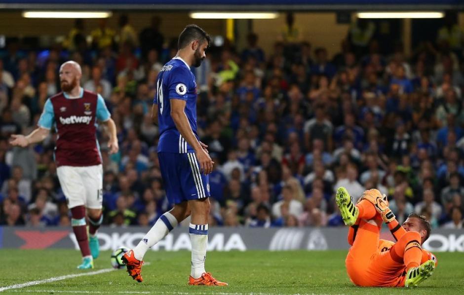 Costa se disculpó con Adrián, que le recriminó la entrada. (Foto: AFP)