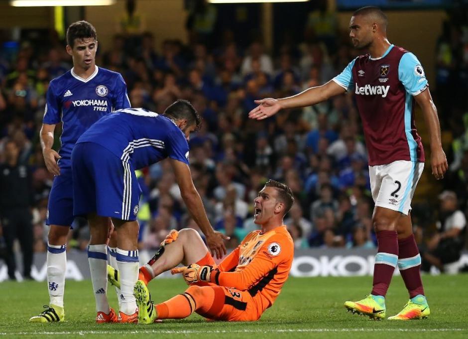 Adrián le mostró las marcas a Costa. (Foto: AFP)