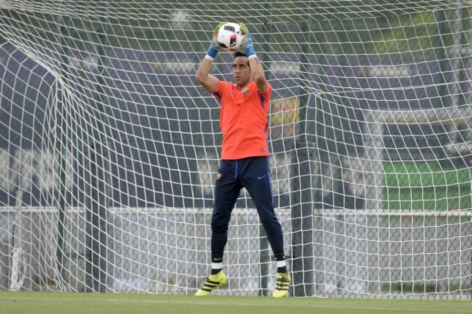 El técnico catalán del City quiere al chileno por su juego con los pies. (Foto: AFP)
