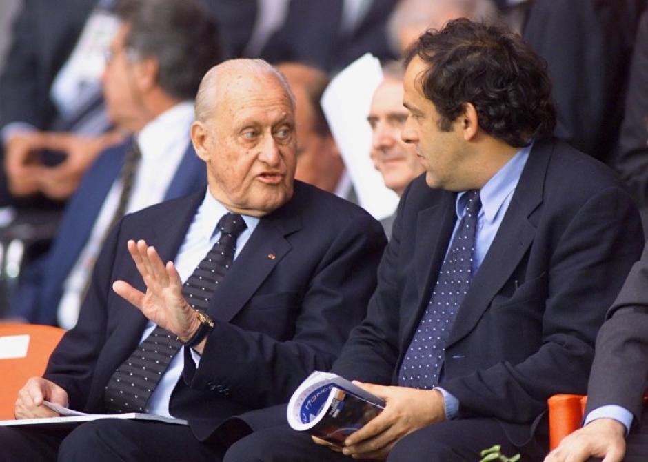 El brasileño, con Michel Platini en el Mundial de Francia 1998. (Foto: AFP)