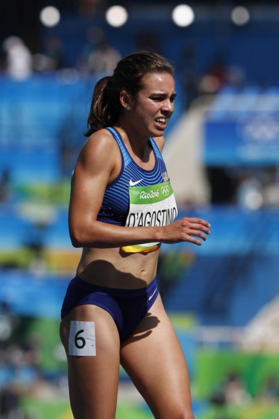 D'Agostino sufre de camino a la meta. Sin embargo, Nikki Hamblin la esperaba al final de la carrera. (Foto: AFP)