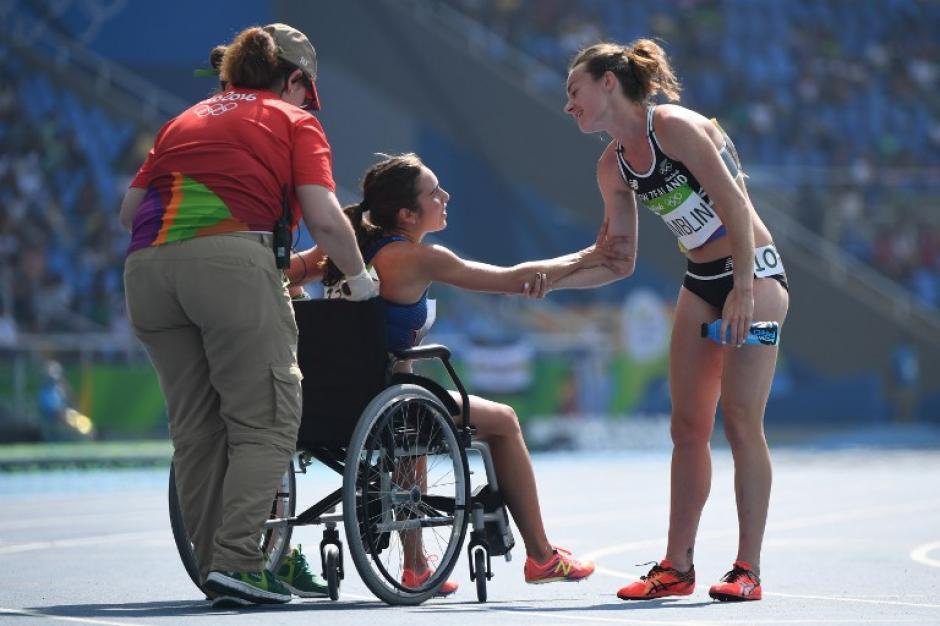 Abbey y Nikki Hamblin mostraron una de las imágenes más impactantes de las justas deportivas. (Foto: AFP)
