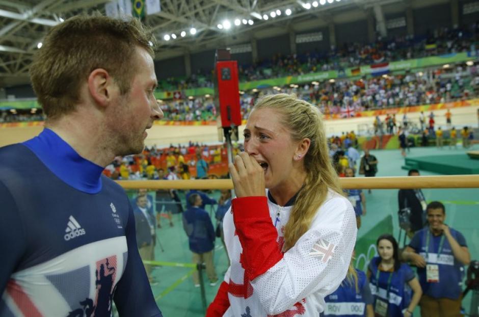 Ella tiene más medallas totales, él tiene más medallas olímpicas. (Foto: AFP)