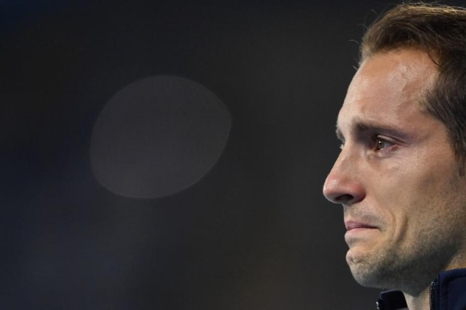 Lavillenie rompió a llorar en pleno podio. (Foto: AFP)