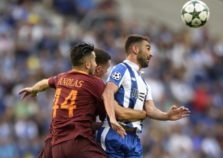 Roma y Porto empataron a 1 en el otro gran partido. (Foto: AFP)
