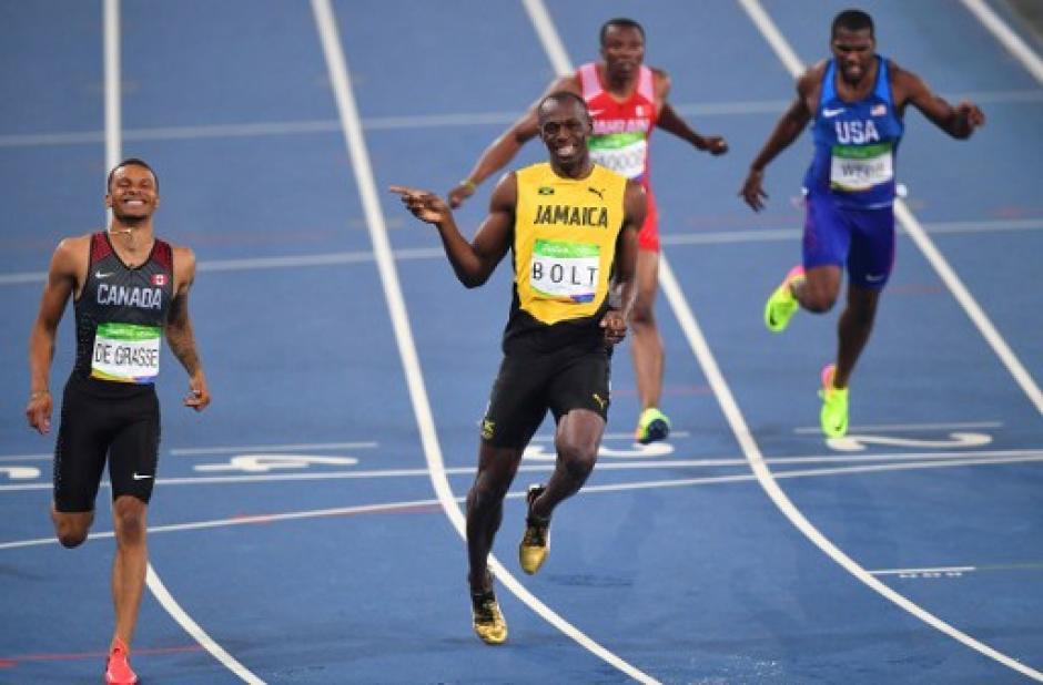 El atleta Usain Bolt se metió a la final riendo. (Foto: AFP)