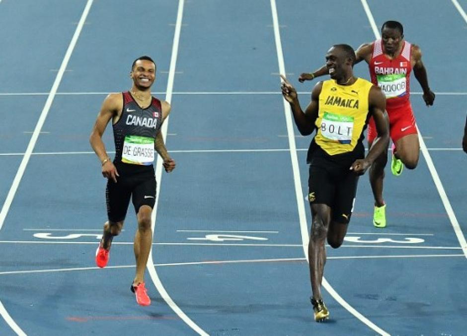 Antes de concluir la prueba lo volvió a ver para sonreír. (Foto: AFP)