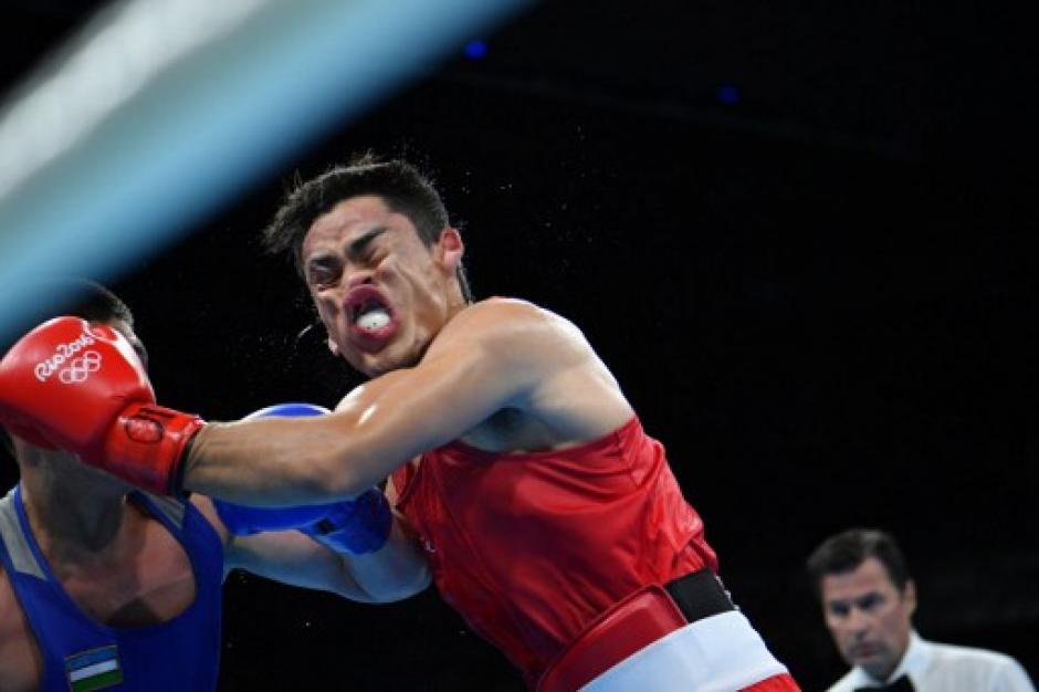 Rodríguez no pudo ante los golpes de Bektemir. (Foto: AFP)