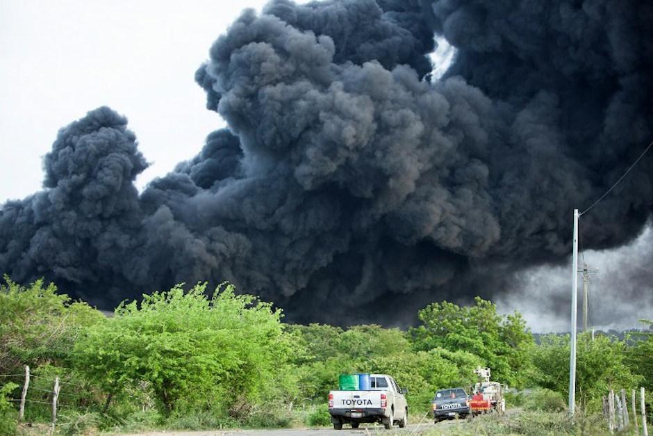El derrame de petróleo afecta a la zona un kilometro a la redonda. (Foto: AFP)