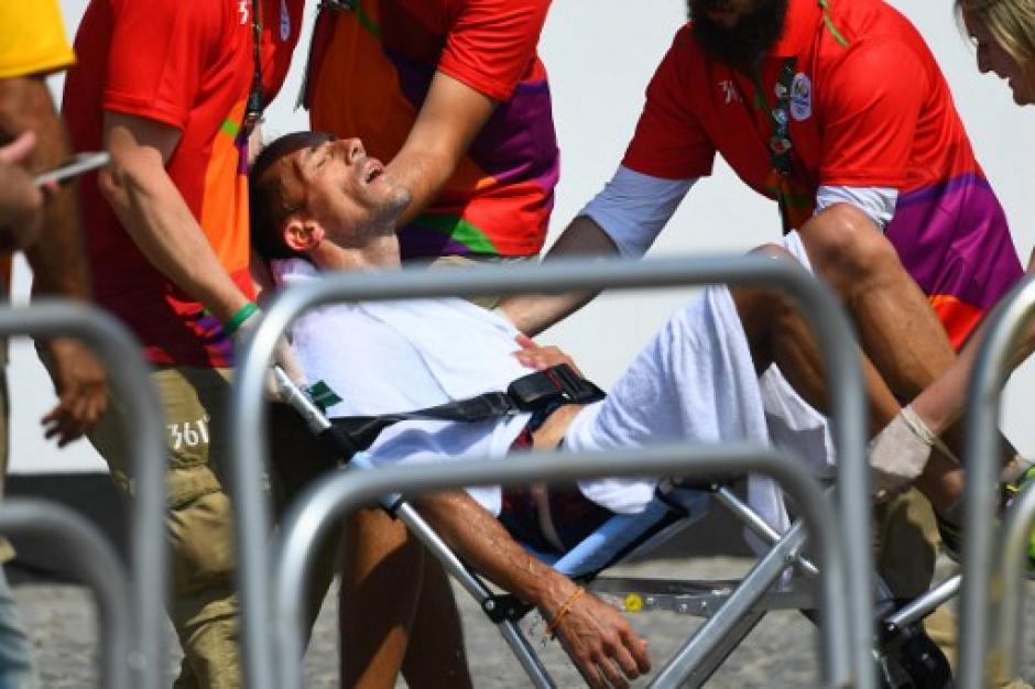 Diniz defecó y se cayó durante una competencia de marcha y aún así terminó octavo. (Foto: AFP)