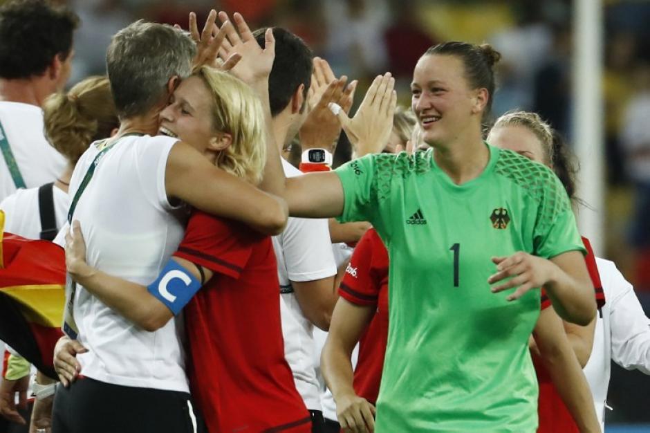 Las teutonas dejaron todo en la cancha para obtener el triunfo. (Foto: AFP)