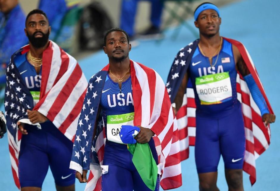 Tras varios minutos, los corredores notaron que su país no aparecía en las primeras posiciones. (Foto: AFP)