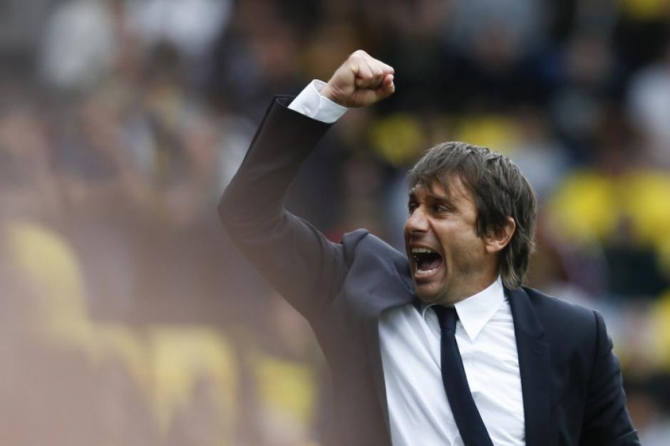 Antonio Conte celebró el gol de último minuto. (Foto: AFP)