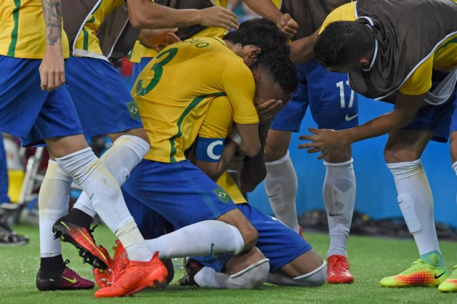 La celebración brasileña fue muy emotiva. (Foto: AFP)