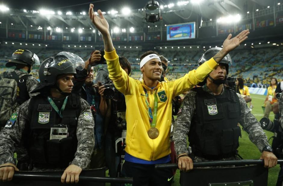 Neymar se peleó con un aficionado después de ganar el oro olímpico (Foto: AFP)