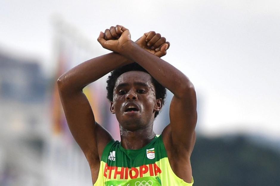 El etíope explicó que fue una protesta contra el gobierno de su país. (Foto: AFP)