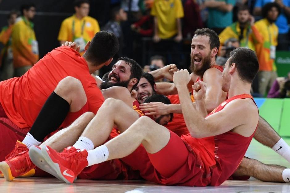 Dos polémicos tiros libres le dieron la victoria a la Roja. (Foto: AFP)