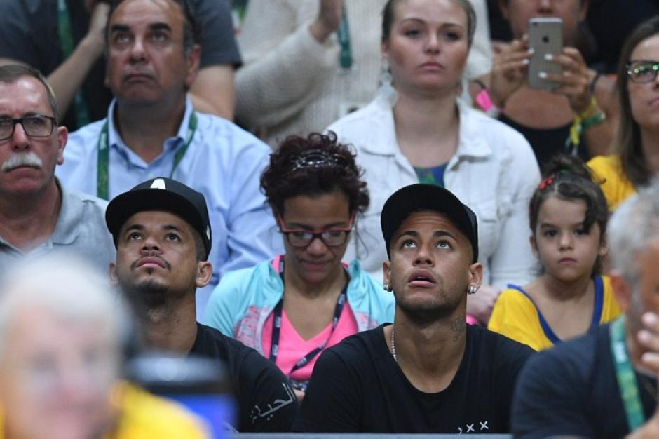 El brasileño apoyó a su selección, que jugaba contra Italia. (Foto: AFP)