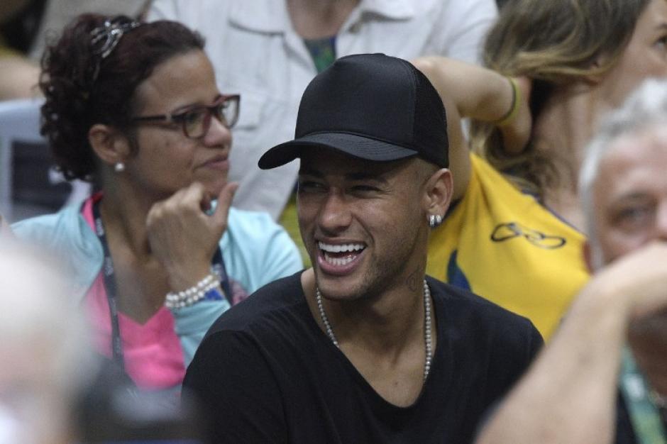El público aplaudió y saludó a Neymar. (Foto: AFP)