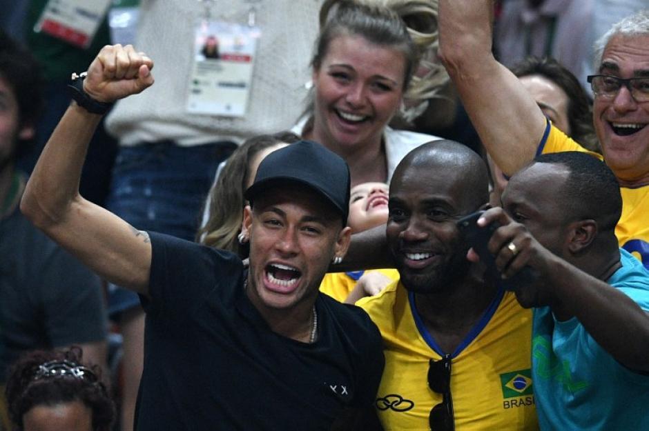 Neymar vibró con la final de voleibol masculino. (Foto: AFP)