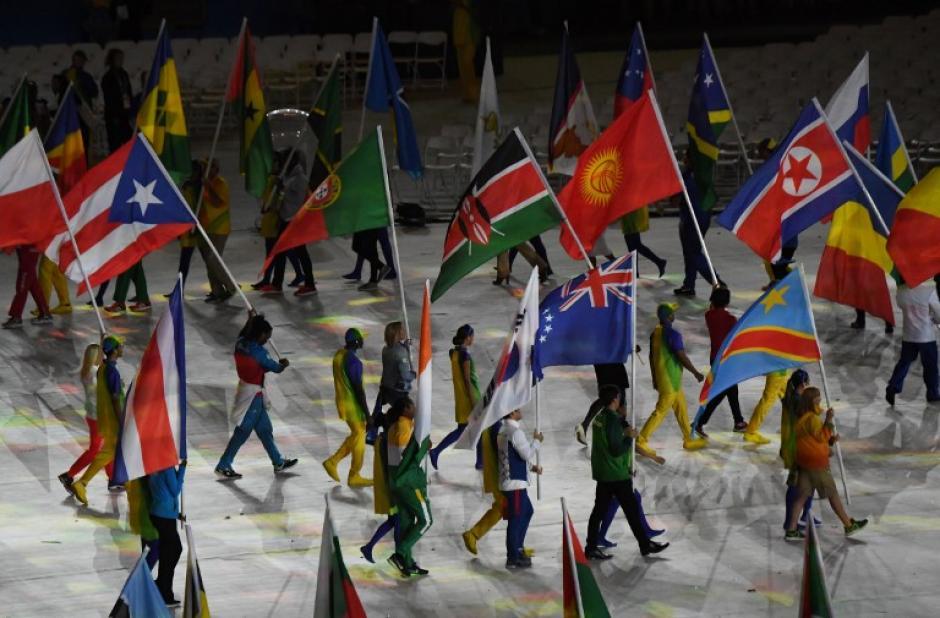 Los atletas de todos los países desfilaron por el Maracaná. (Foto: AFP)
