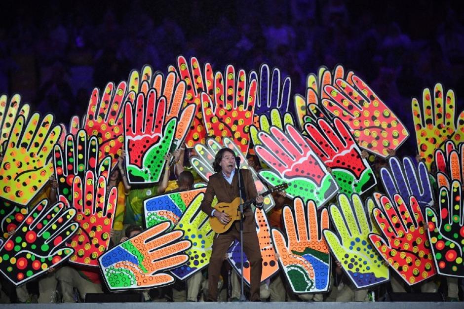 Así fue el homenaje musical para los voluntarios. (Foto: AFP)