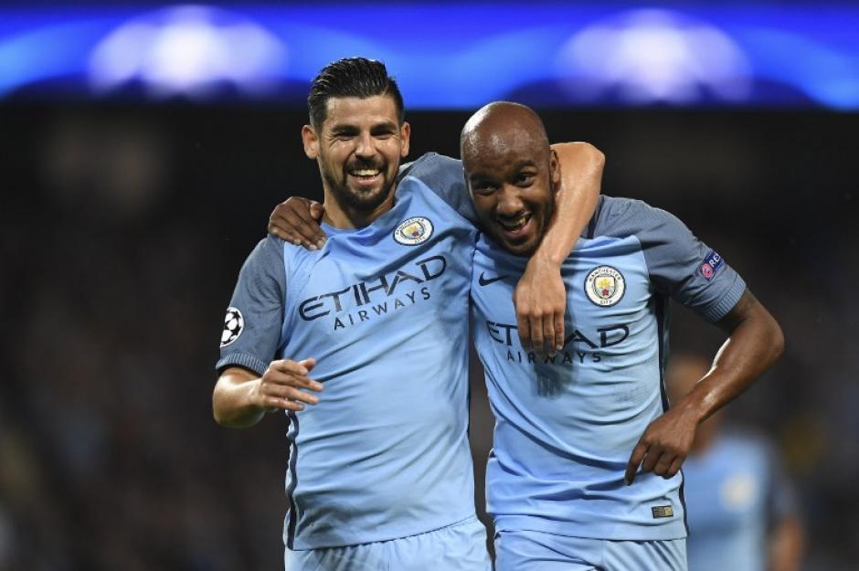 Nolito celebra con Fabian Delph en único gol del partido (Foto: AFP)