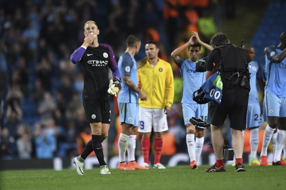 Joe Hart, que podría dejar el Manchester City, se llevó muchas miradas (Foto: AFP)