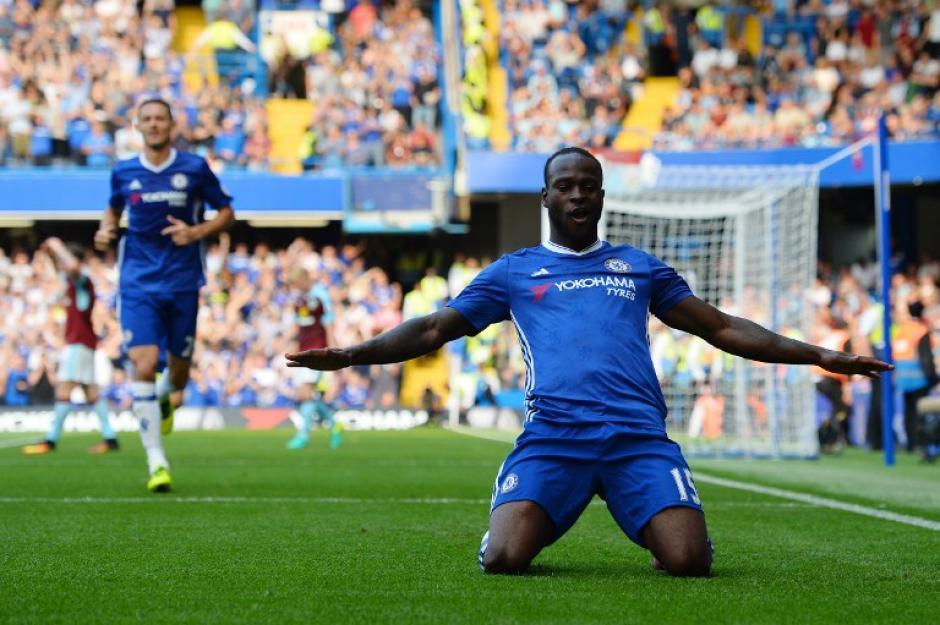 Con un cómodo 3-0, los blues siguen en el liderato. (Foto: AFP)