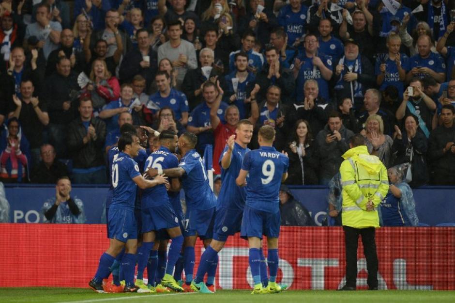 El campeón defensor, Leicester City, también logró su primer triunfo. (Foto: AFP)