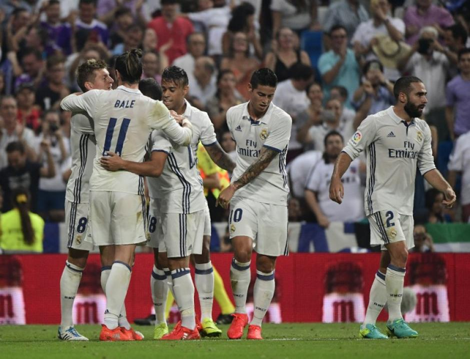 Los merengues celebran el gol de Toni Kroos. (Foto: AFP)