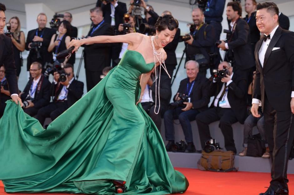 Al parecer, el problema se originó con los zapatos y la cola del vestido de Liang Ke. (Foto: AFP)