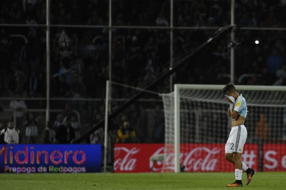 Dybala recibió dos amarillas por faltas duras pero sin mala intención. (Foto: AFP)