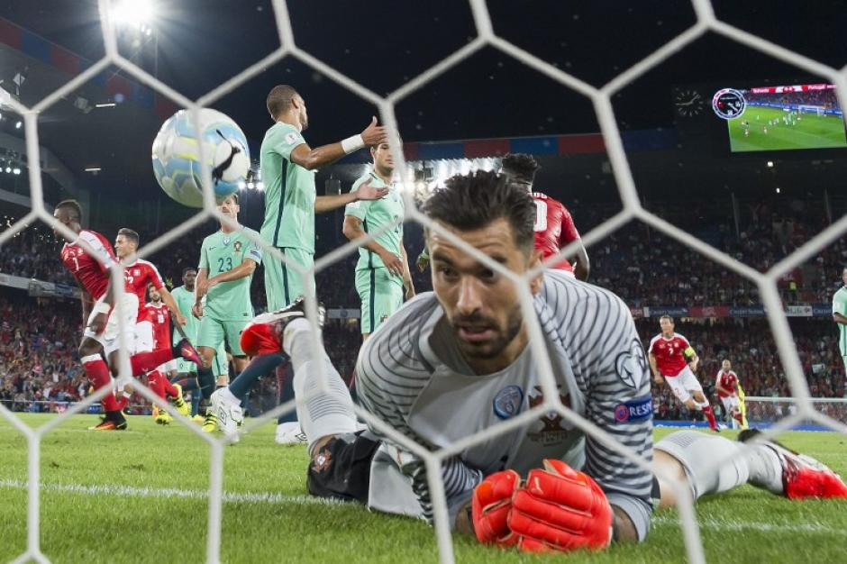 Rui Patricio, después del gol del suizo Breel Embolo. (Foto: AFP)