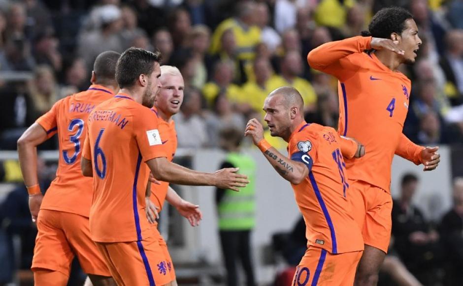 Sin embargo, el veterano Wesley Sneijder puso el empate definitivo, 1-1. (Foto: AFP)