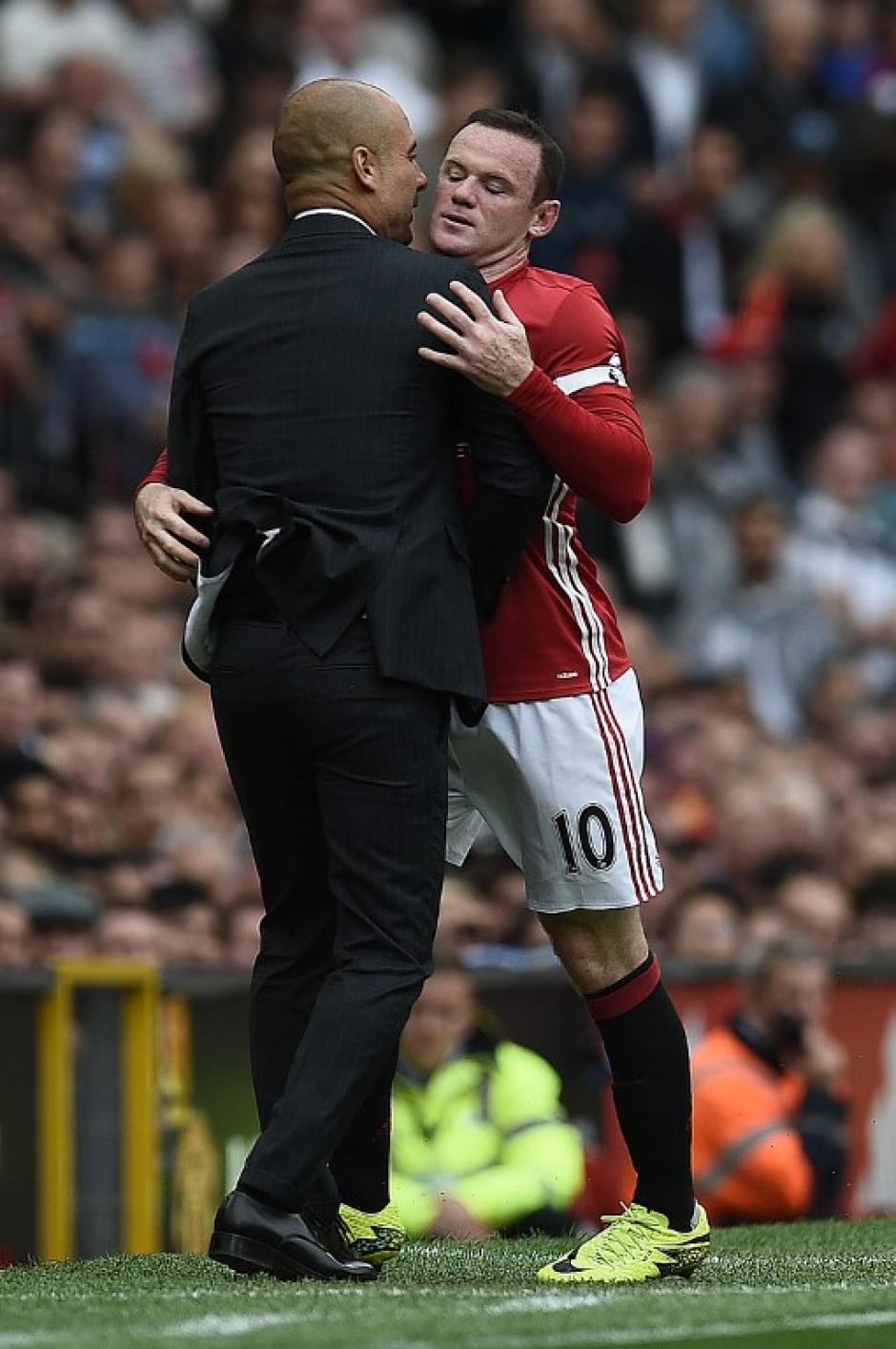 El jugador inglés se enfadó y forcejeó con Guardiola. (Foto: AFP)