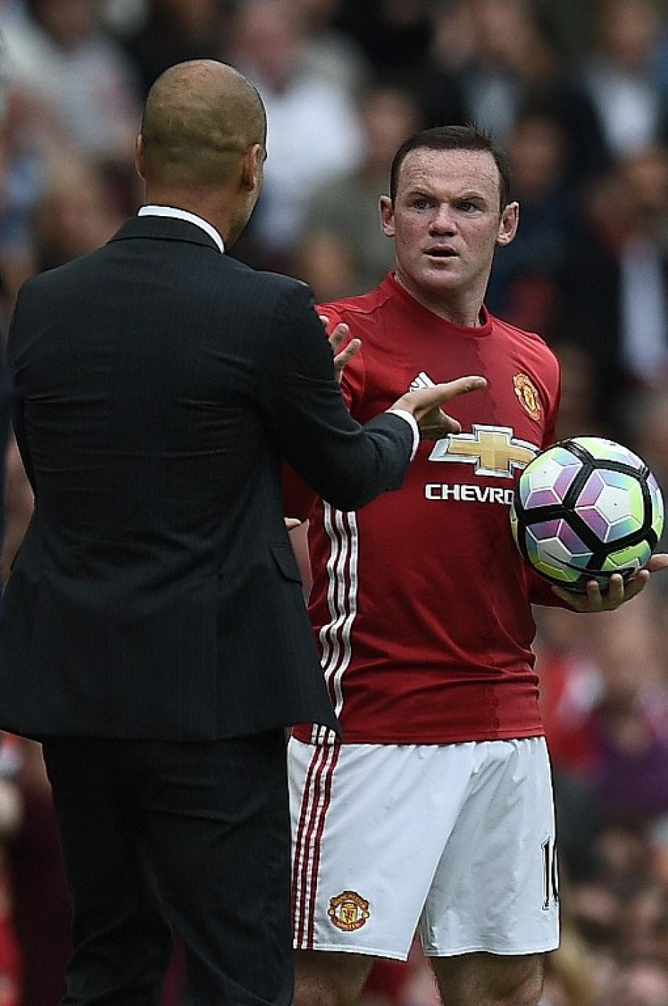 """Guardiola se hizo el """"inocente"""" después de la curiosa situación. (Foto: AFP)"""