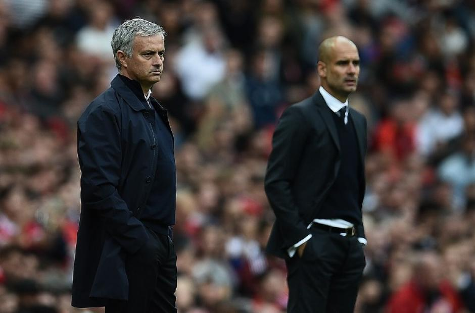 Mou y Pep coincidieron en un esperado derbi de Manchester. (Foto: AFP)